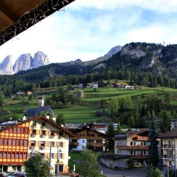 Blick aus dem Hotel zum Col Rodella